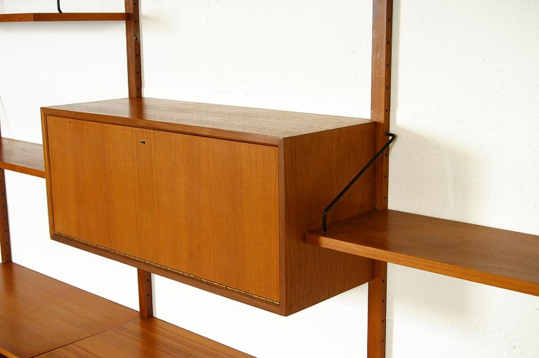 Midcentury Modular Danish Royal System Teak Wall Unit Shelving by Poul Cadovius  For Sale 4
