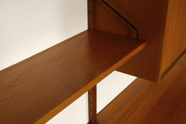 Midcentury Modular Danish Royal System Teak Wall Unit Shelving by Poul Cadovius  For Sale 6
