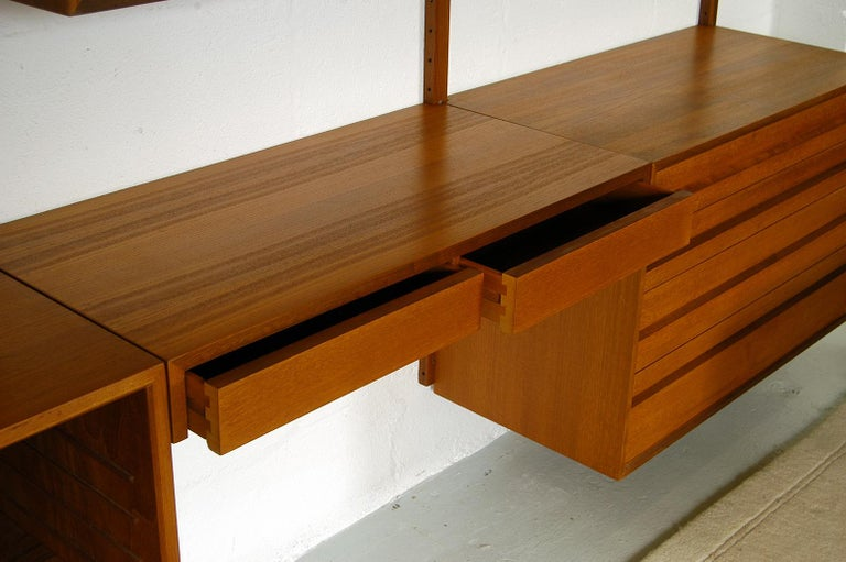 Midcentury Modular Danish Royal System Teak Wall Unit Shelving by Poul Cadovius  For Sale 9