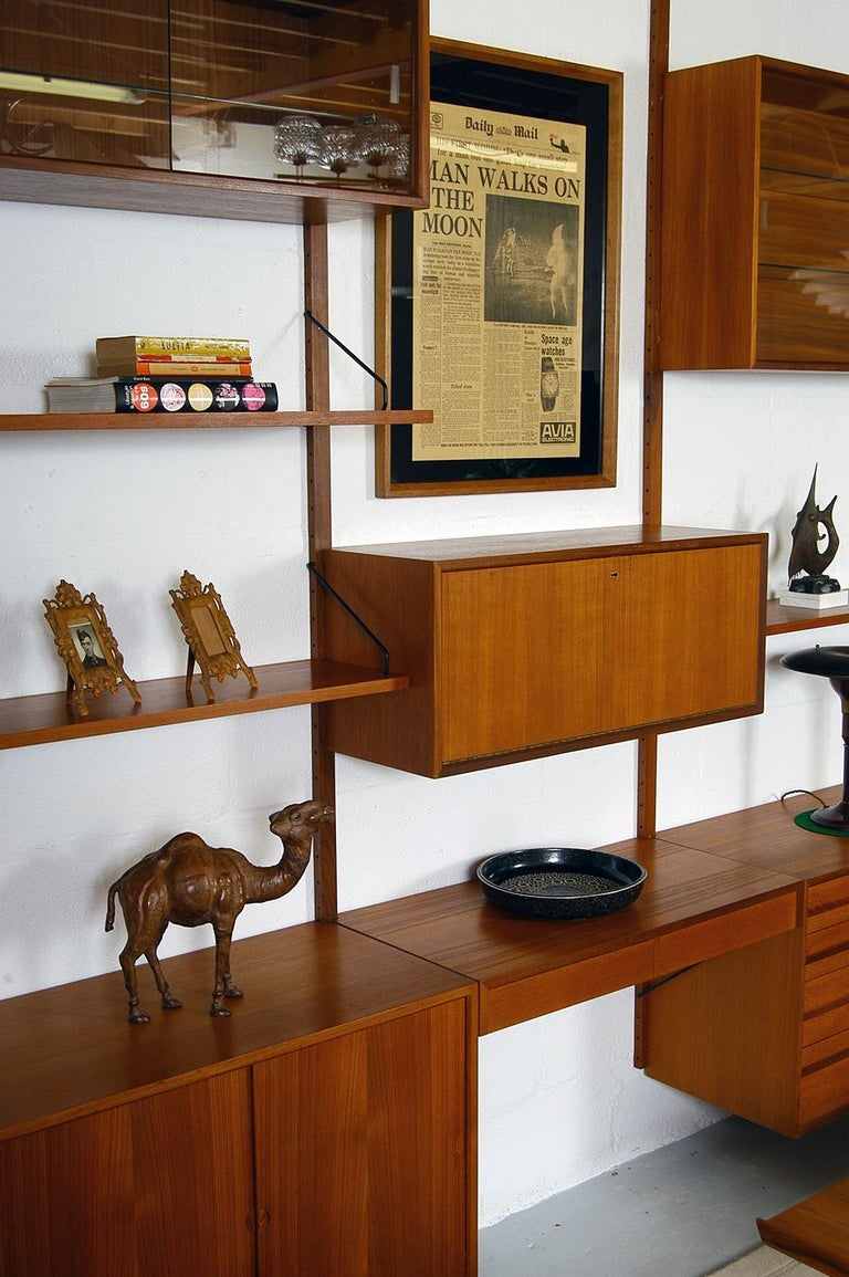 Midcentury Modular Danish Royal System Teak Wall Unit Shelving by Poul Cadovius  In Good Condition For Sale In Sherborne, Dorset
