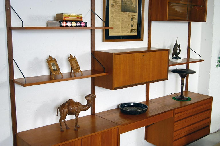 Midcentury Modular Danish Royal System Teak Wall Unit Shelving by Poul Cadovius  For Sale 1