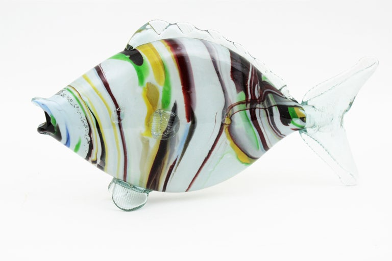 Midcentury Multi-Color Stripped Medium Scale Murano Blown Glass Fish Sculpture In Excellent Condition For Sale In Barcelona, ES