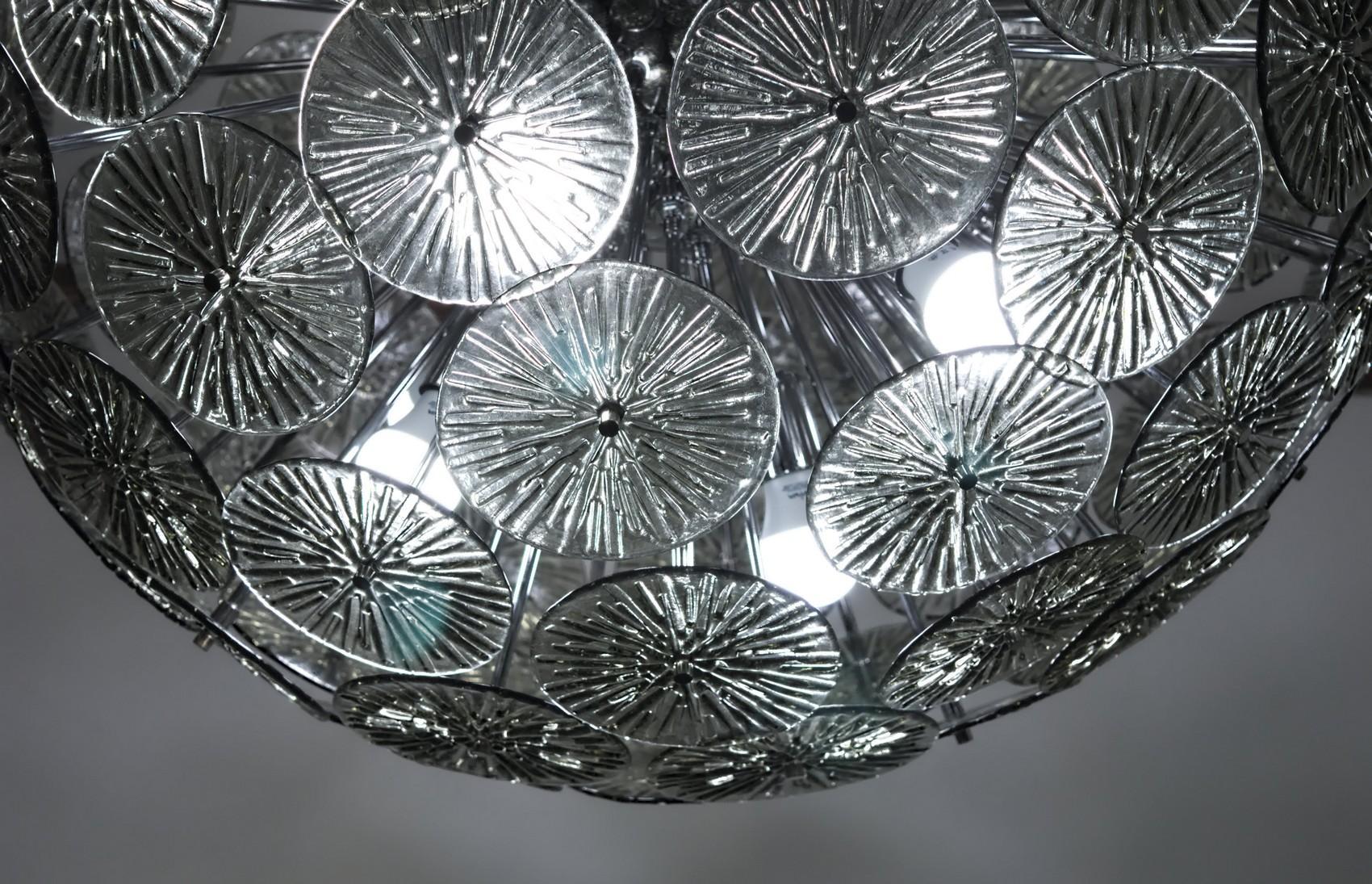 Kronleuchter Grau ~ Flammiger eleganter kronleuchter aus metall mit stoffschirmen