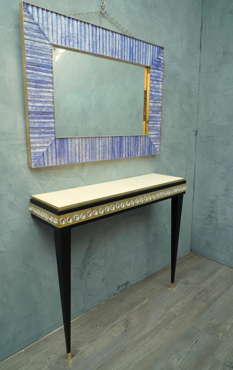 Very elegant console with a wonderful design due to the style and the combination of highly sought-after materials.