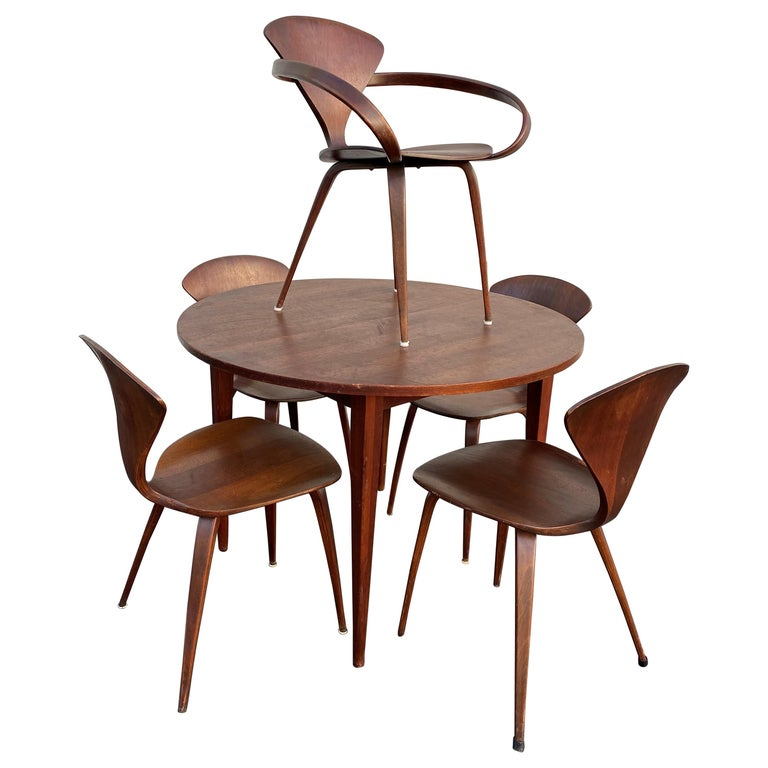 Midcentury Norman Cherner Round Table and 5 Pretzel Bentwood Chairs for Plycraft For Sale