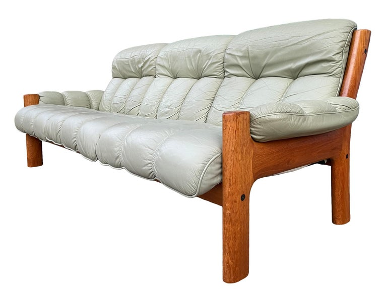 Midcentury Norwegian Modern Ekornes Leather Teak 3 Seater Sofa In Good Condition For Sale In BROOKLYN, NY