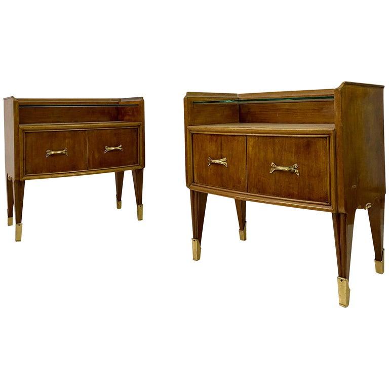 Midcentury Pair of 1950s Italian Bedside Tables or Nightstands in Burl Wood For Sale