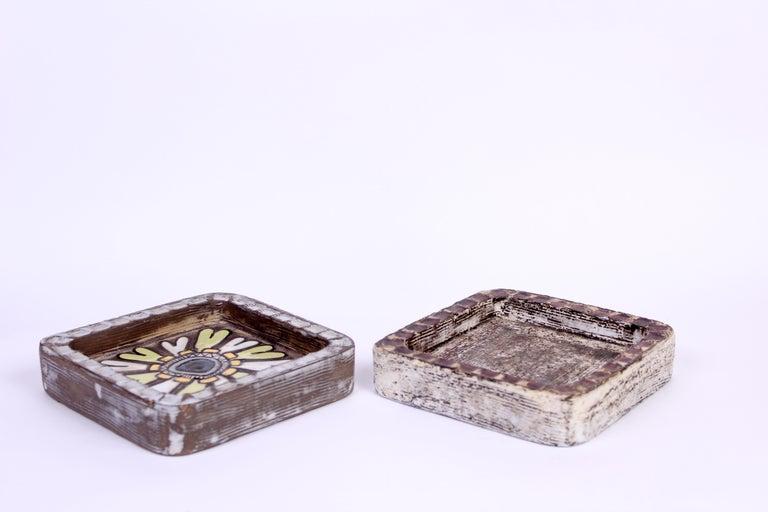 Scandinavian Modern Midcentury Pair of Ceramic Trays by Mari Simmulson for Upsala Ekeby For Sale