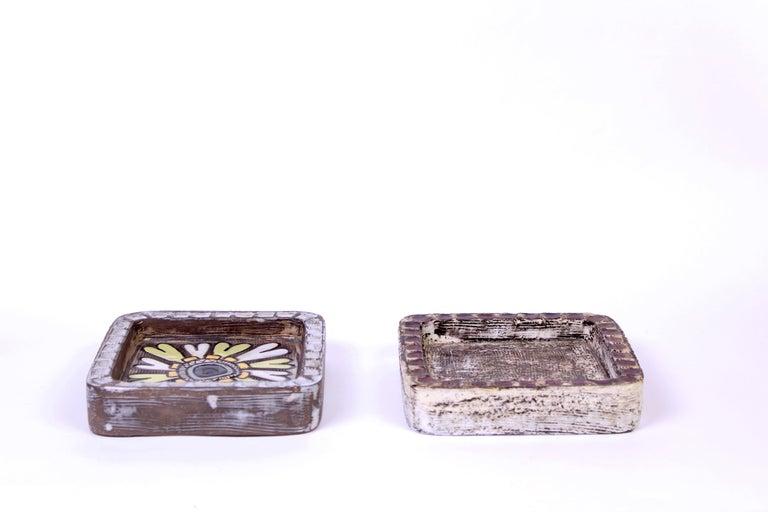 Midcentury Pair of Ceramic Trays by Mari Simmulson for Upsala Ekeby For Sale 1