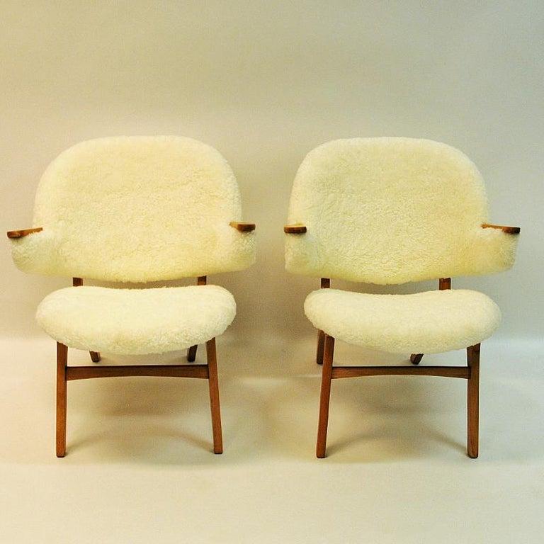 Norwegian Midcentury Pair of Easy Chairs in White Sheepskin, Solliden Møbler Norway, 1950s For Sale