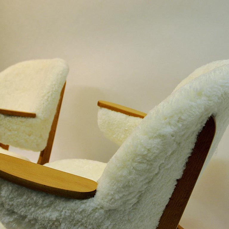 Midcentury Pair of Easy Chairs in White Sheepskin, Solliden Møbler Norway, 1950s In Good Condition For Sale In Stockholm, SE
