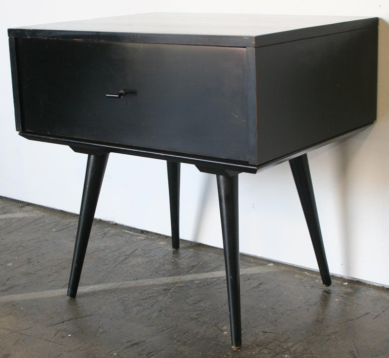 Beautiful single early Paul McCobb Planner Group #1500 maple nightstand end table single drawer. Black T pull knob. Original black lacquer from 1950s over solid maple construction. Very modern designed nightstand on to of #1540 base table with 4