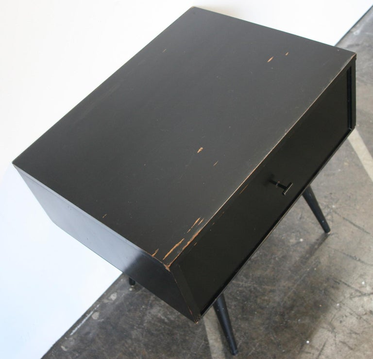 American Midcentury Paul McCobb Single Drawer #1500 Nightstand Black Maple T Pull For Sale
