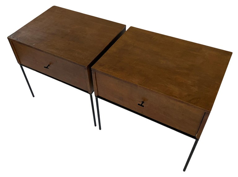 Midcentury Paul McCobb Single Drawer #1500 Nightstands walnut T Pulls In Good Condition For Sale In BROOKLYN, NY