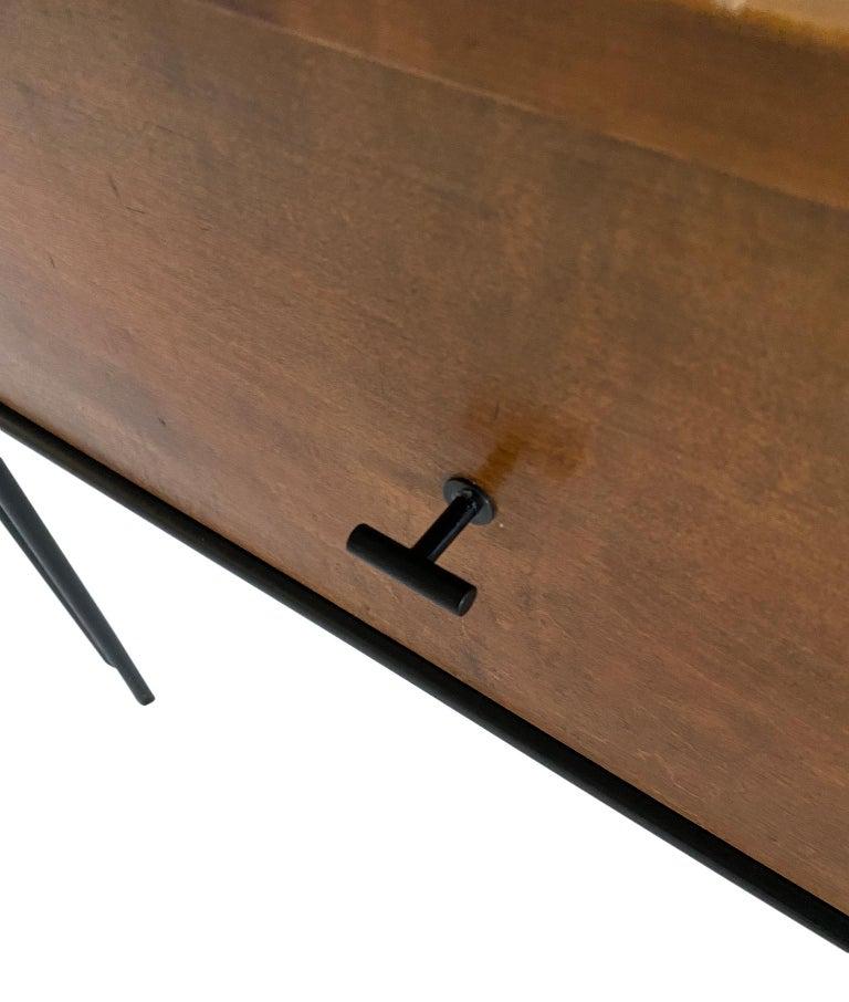 20th Century Midcentury Paul McCobb Single Drawer #1500 Nightstands walnut T Pulls For Sale