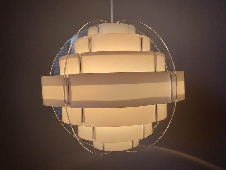 - Very nice style of lighting.
