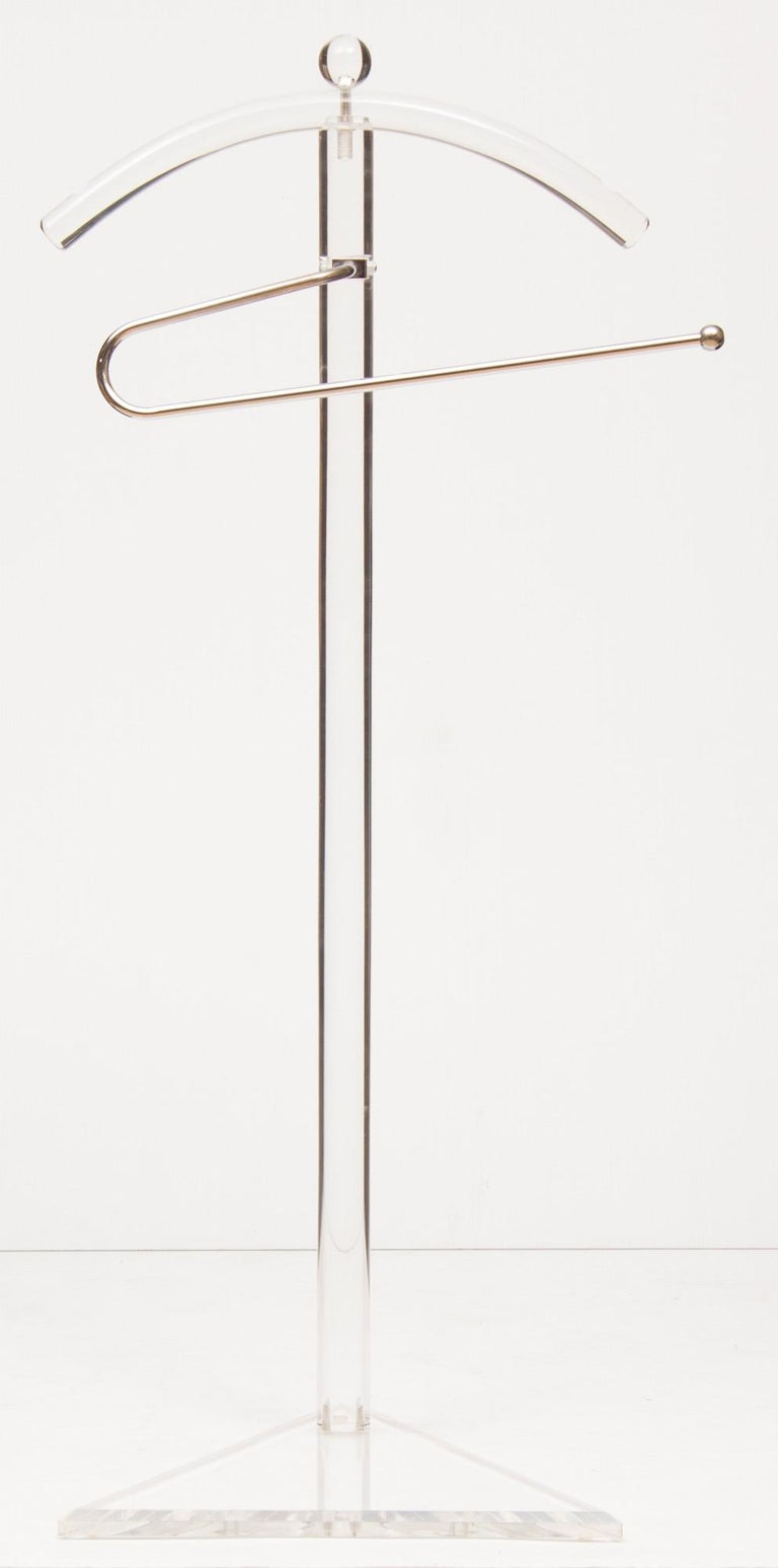 Midcentury perspex and chrome vanity valet from Metz department store, Amsterdam, circa 1970 Measures: H 108 cm, W 47 cm, D 36 cm.