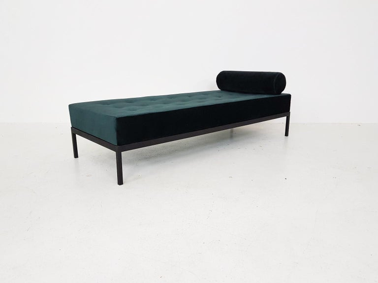 Midcentury Petrol Velvet and Metal Daybed, the Netherlands, 1960s In Good Condition For Sale In Amsterdam, NL