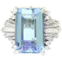 Midcentury Platinum 1950s 15 Carat Aquamarine VS Diamond Cocktail Ring
