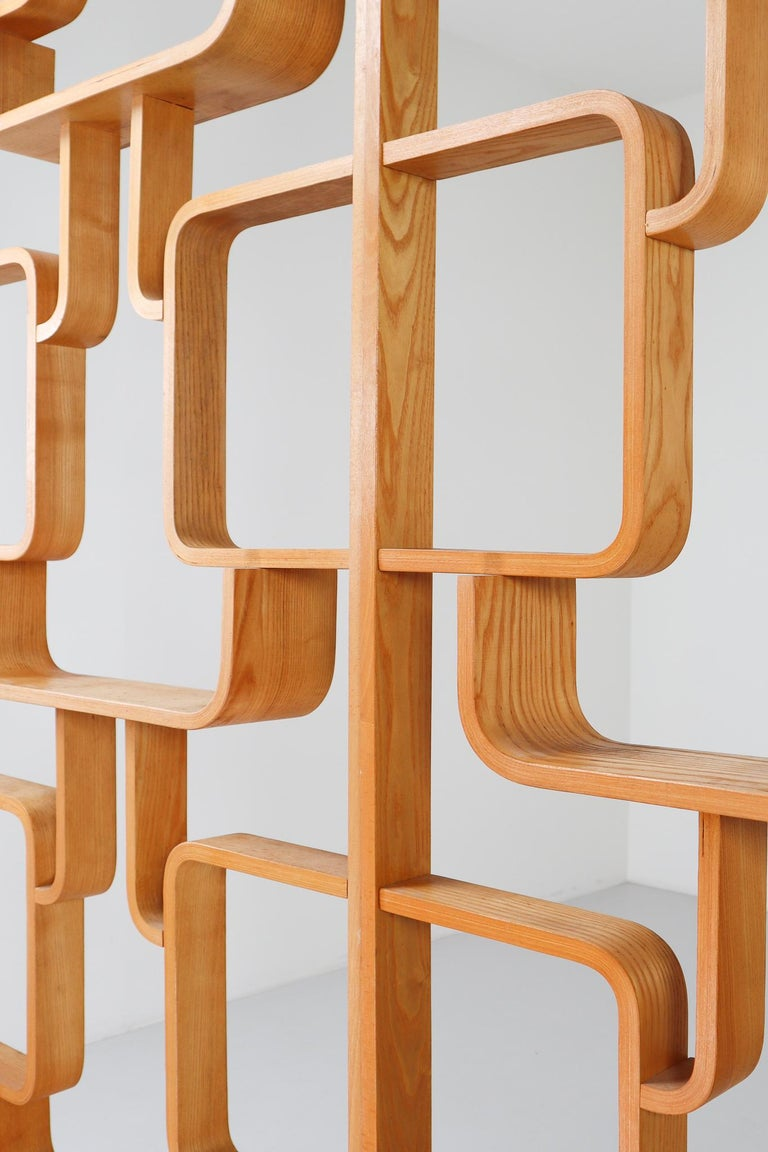 Midcentury Room Divider Shelves in Blond Bent-Wood, Praque, 1960s In Good Condition For Sale In Almelo, NL