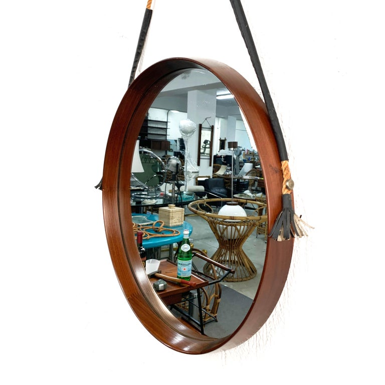Midcentury Rope and Leather Round Teak Framed Italian Wall Mirror, 1960s In Good Condition For Sale In Roma, IT