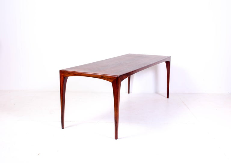 Midcentury rosewood coffee table by Danish designer Erling Torvits. The model is called HM 165 and was produced by Heltborg Møbler. This rare and beautiful coffee table has sculptured legs and dramatic grain on the tabletop.  Very good vintage