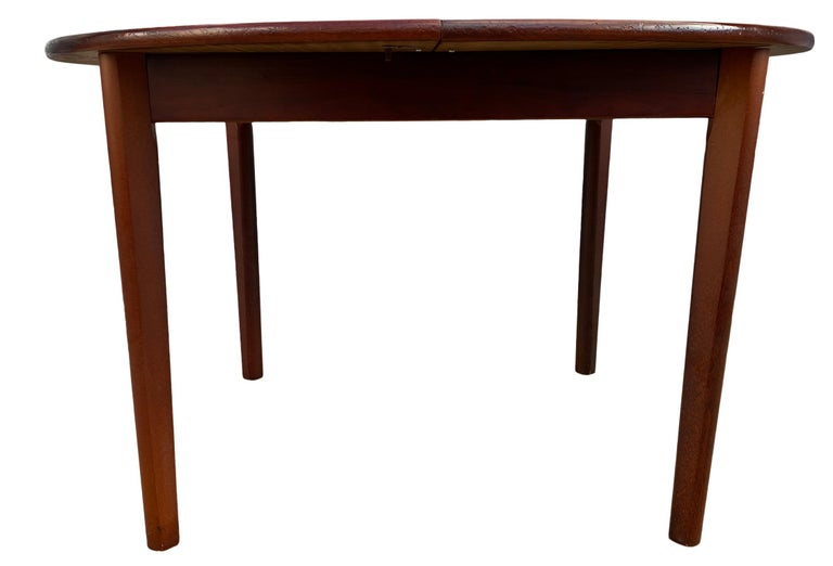 Midcentury Rosewood Expandable Round Dining Table with 1 Nesting Leaf For Sale 4