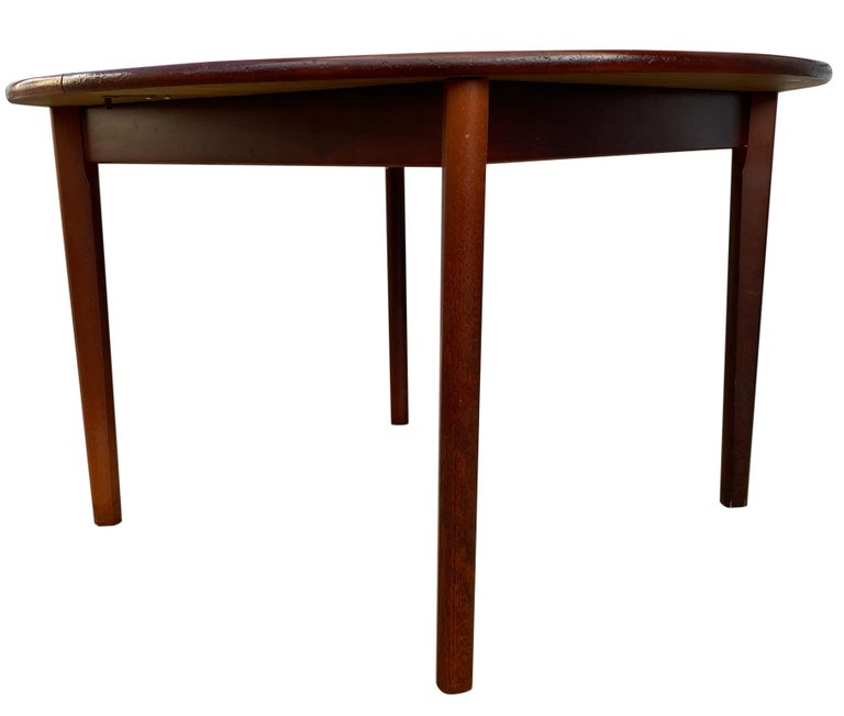 Midcentury Rosewood Expandable Round Dining Table with 1 Nesting Leaf For Sale 6