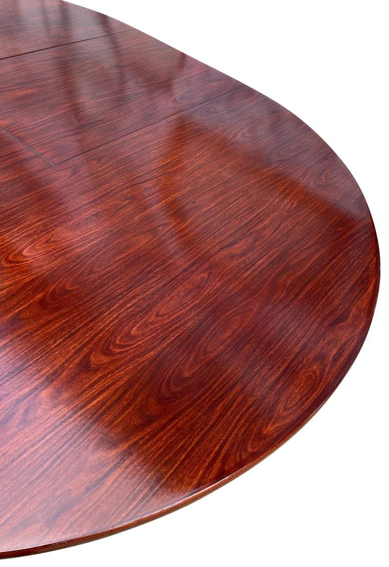 Midcentury Rosewood Expandable Round Dining Table with 1 Nesting Leaf In Good Condition For Sale In BROOKLYN, NY