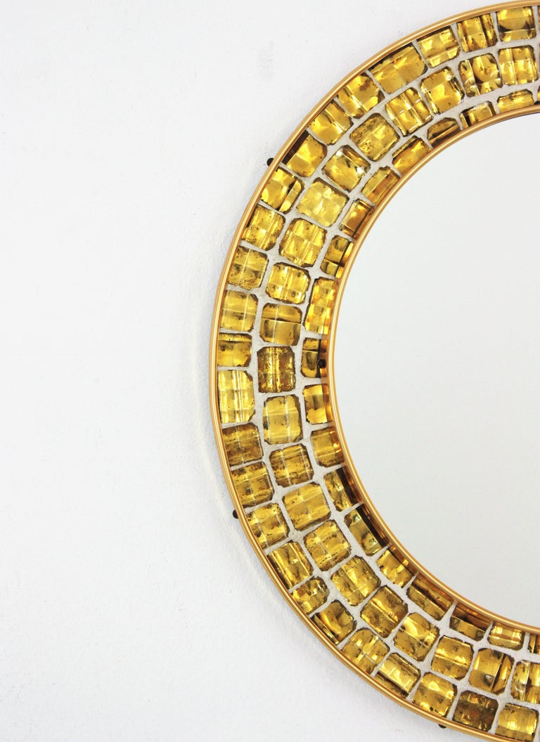 Midcentury Round Mirror with Golden Glass Mosaic Frame In Good Condition For Sale In Barcelona, ES