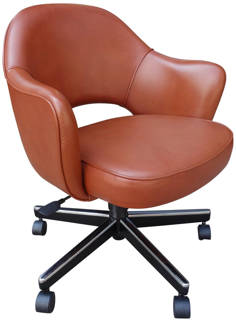 Midcentury Saarinen Executive Chairs for Knoll In Excellent Condition For Sale In BROOKLYN, NY