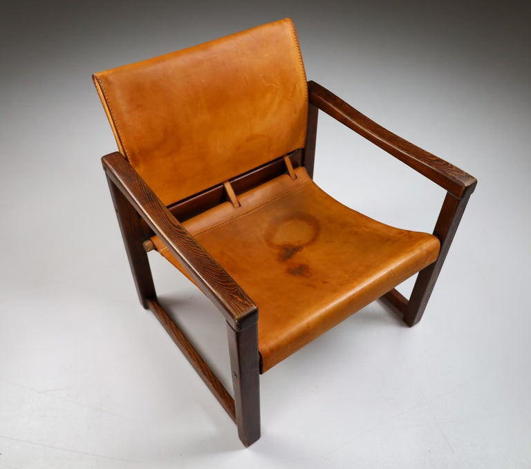 Scandinavian Modern Midcentury Safari Lounge Chair in Patinated Cognac Saddle Leather, 1970s For Sale