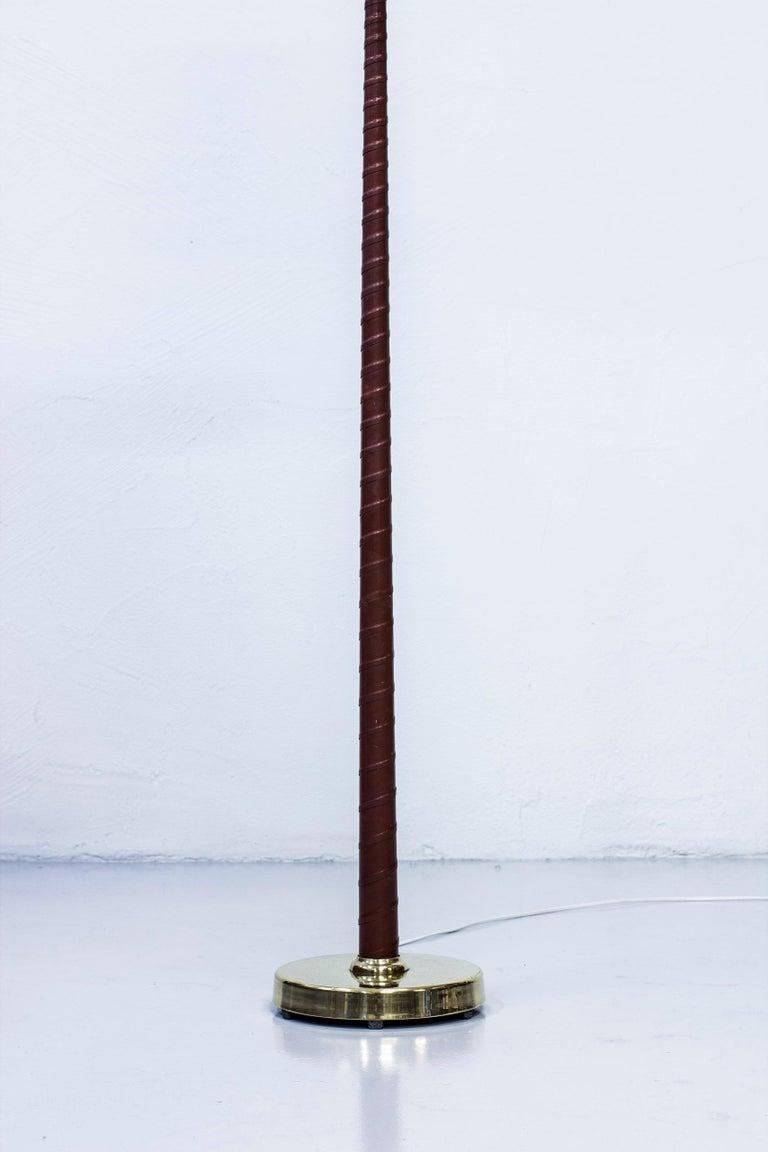 Leather Midcentury Scandinavian Floor Lamp by Hans Bergström, Ateljé Lyktan, 1940s For Sale