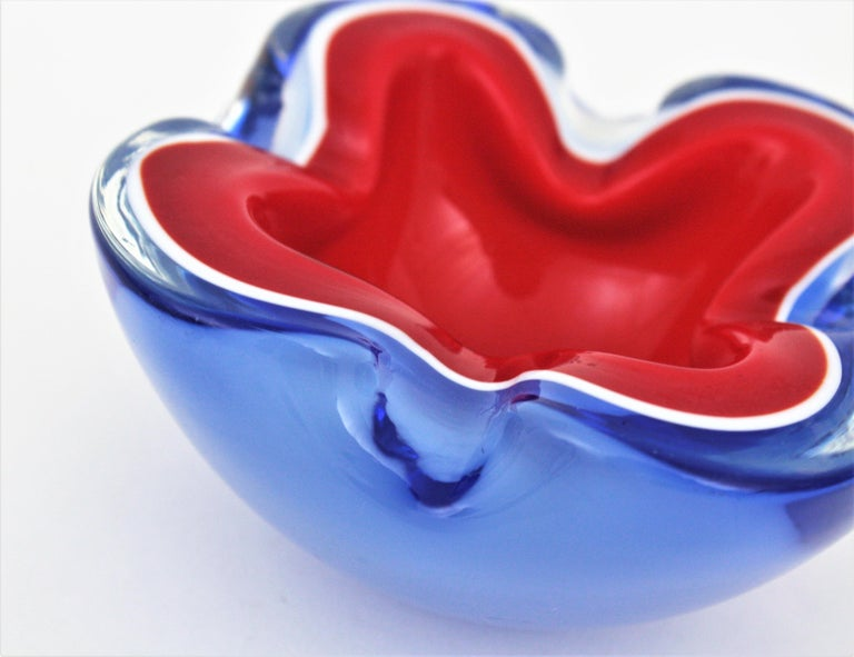 Seguso Murano Blue, Red and White Sommerso Glass Bowl or Ashtray For Sale 5