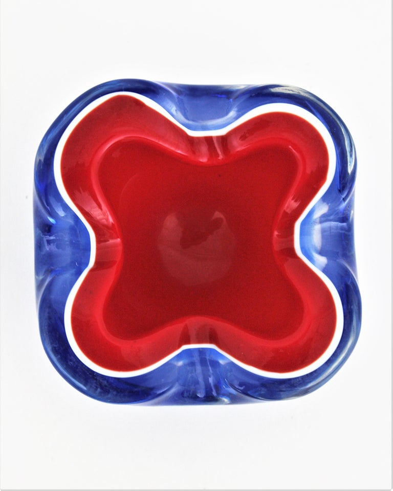 Seguso Murano Blue, Red and White Sommerso Glass Bowl or Ashtray For Sale 2