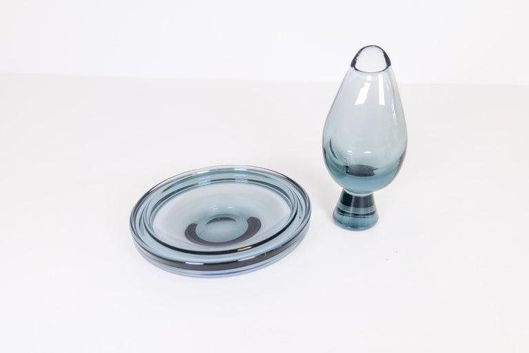 Swedish Midcentury Set of 2 Art Glass Vessels by Vicke Lindstrand for Kosta Sweden For Sale