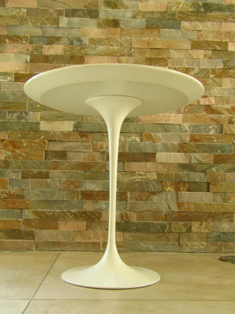 Midcentury Side Table Tulip by Saarinen for Knoll For Sale 4