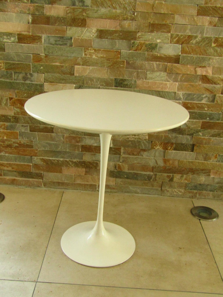 Midcentury Side Table Tulip by Saarinen for Knoll For Sale 7