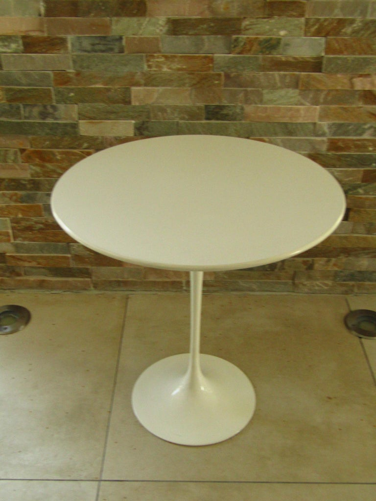 Mid-Century Modern Midcentury Side Table Tulip by Saarinen for Knoll For Sale