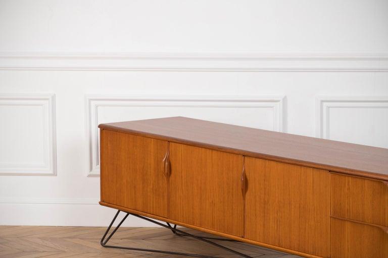 Minimalist & Organic Teak and steel sideboard - 1960 For Sale 6