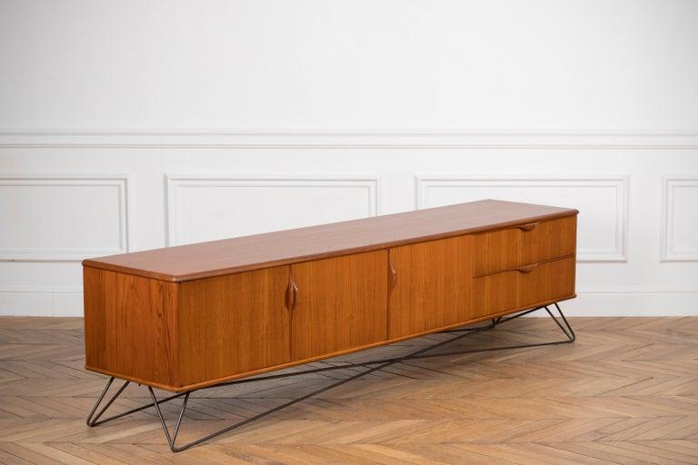 Minimalist & Organic Teak and steel sideboard - 1960 For Sale 8