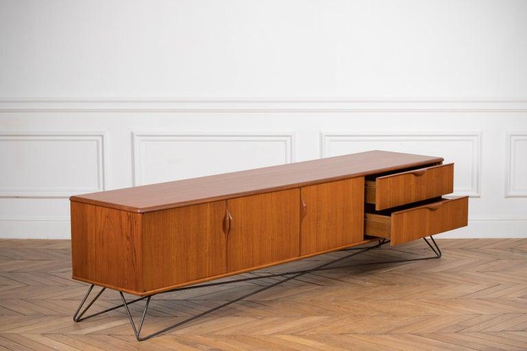 Minimalist & Organic Teak and steel sideboard - 1960 For Sale 9