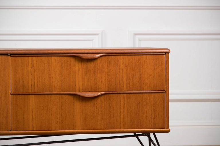Minimalist & Organic Teak and steel sideboard - 1960 In Good Condition For Sale In Asnières-sur-Seine, France