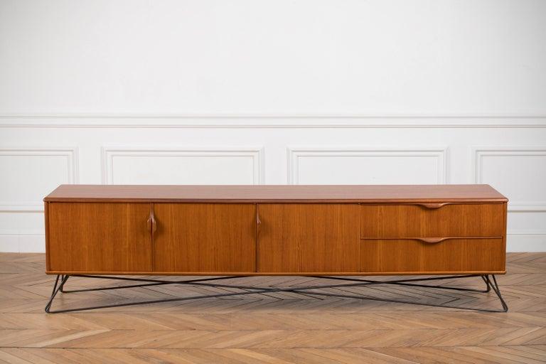 Minimalist & Organic Teak and steel sideboard - 1960 For Sale 4