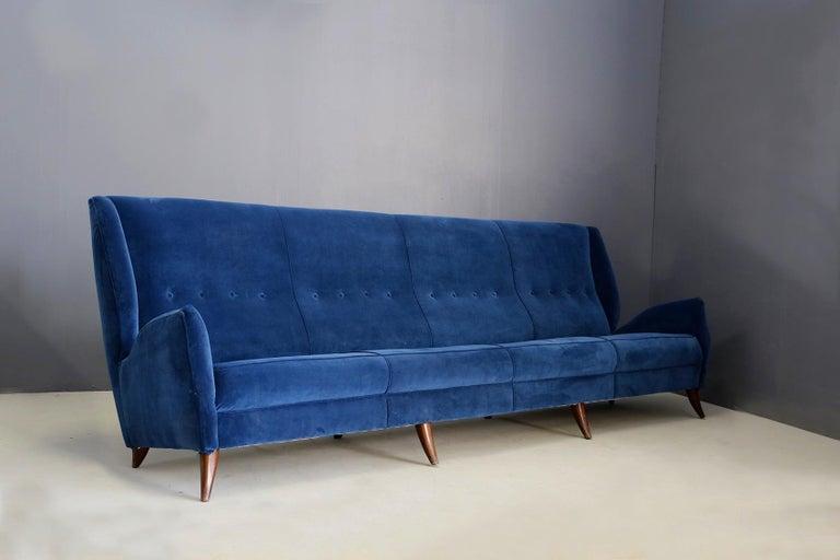 Mid-Century Modern Sofa attributed to Gio Ponti for Isa Bergamo in Blue Velvet, Restored 1950s For Sale