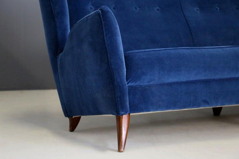 Italian Sofa attributed to Gio Ponti for Isa Bergamo in Blue Velvet, Restored 1950s For Sale
