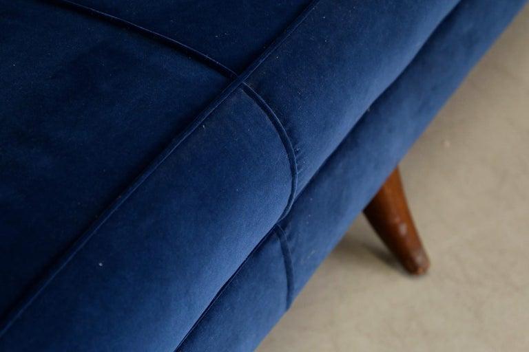 Sofa attributed to Gio Ponti for Isa Bergamo in Blue Velvet, Restored 1950s For Sale 2