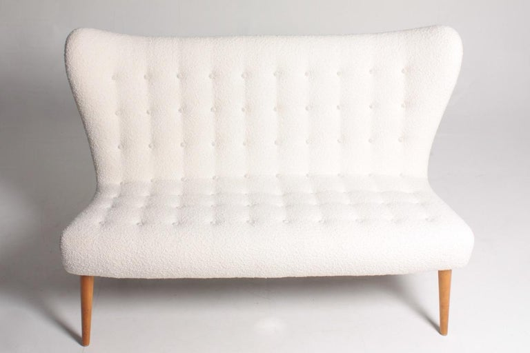 Sculptural sofa upholstered in bouclé. Designed by Elias Svedberg. Great condition. Made in Sweden, 1940s.