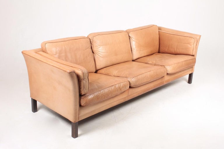 Midcentury Sofa in Patinated Leather by Mogens Hansen, Danish Design In Good Condition For Sale In Lejre, DK