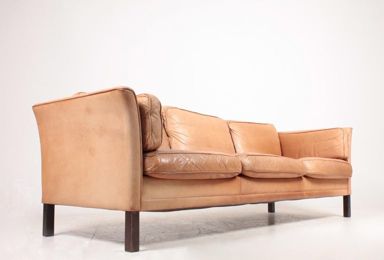 Midcentury Sofa in Patinated Leather by Mogens Hansen, Danish Design For Sale 1